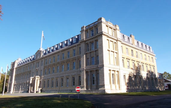 https://handr.co.uk/assets/Case-study-Sandhurst-Surrey-Main-Image-570x361.jpg