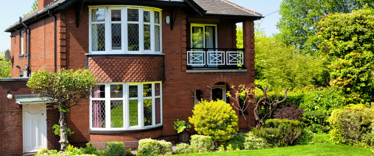 20th century English detached house and garden